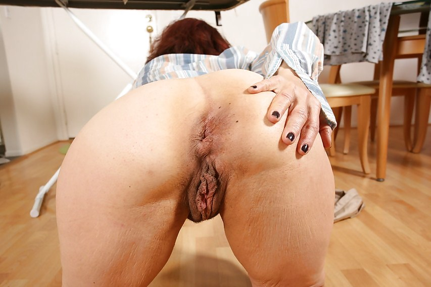 Ronni recommend Massue giving a handjob