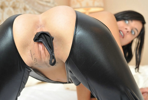 Zachary recommend Lucy liu shaved wet snatch